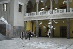 "Flugblätter gegen das Nazi-Regime (Filmszene aus ""Sophie Scholl""). © X-Verleih"