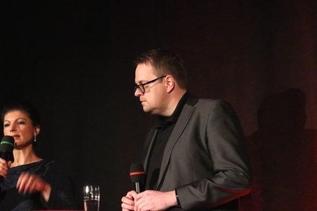 Sahra Wagenknecht und Sören Pellmann im Felsenkeller bei der Publikumsdebatte. Foto: L-IZ.de