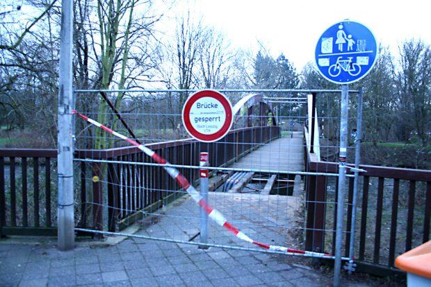Gesperrte Bauernbrücke. Foto: Ralf Julke