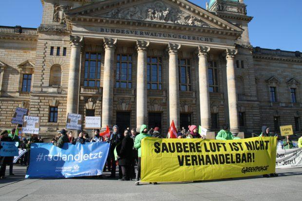 Kundgebung am 22. Februar vor dem Bundesverwaltungsgericht. Foto: Ralf Julke
