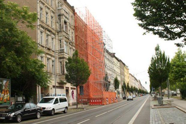 2014 einsturzbedroht - inzwischen saniert: Eisenbahnstraße 43. Foto: Ralf Julke
