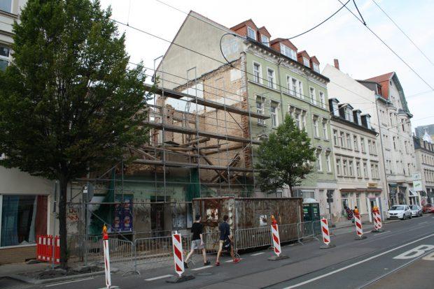 """2016 abgerissen: Georg-Schumann-Straße 84, """"Zum fröhlichen Zecher"""". Foto: Ralf Julke"""