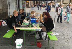 Pfandkorbbasteln im Oktober 2016 in der Petersstraße. Foto: Jugendparlament Leipzig