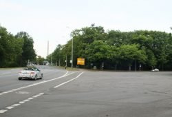 Straße An der Tabaksmühle mit Wilhelm-Külz-Park (rechts). Foto: Ralf Julke