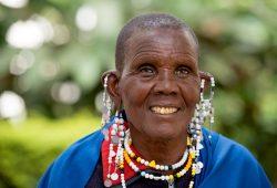 Katarina aus Tansania hatte Grauen Star. Dank einer Operation kann sie heute wieder sehen. Foto: ©CBM/Hayduk