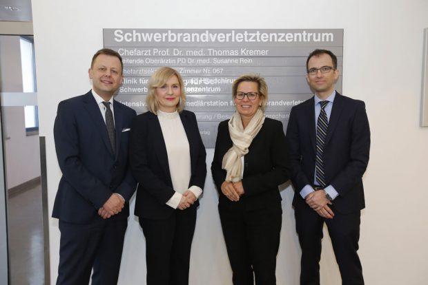 Aufsichtsratsvorsitzender T. Bonew, Geschäftsführerin Dr. I. Minde, Staatsministerin B. Klepsch, Chefarzt Prof. T. Kremer. Foto: Klinikum St. Georg