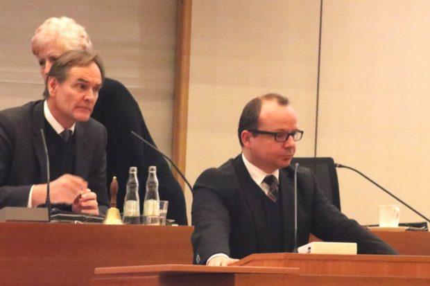 Burkhard Jung und René Hobusch (vlnr.) am 28. Februar 2018 im Stadtrat Leipzig. Foto: L-IZ.de