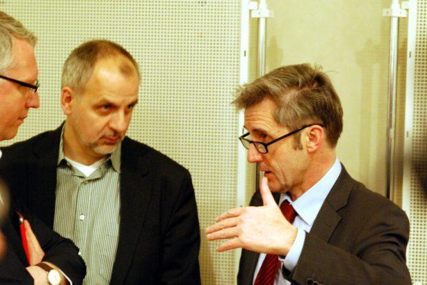 Frank Richter im gespräch mit dem damaligen Landesvorsitzenden der Linken Sachsen, Rico Gebhardt und Peter Stawowy (Flurfunk Dresden) im Jahr 2015. Foto: Michael Freitag