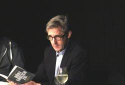 Frank Richter las und hörte genau hin, wenn Fragen kamen. Foto: L-IZ.de