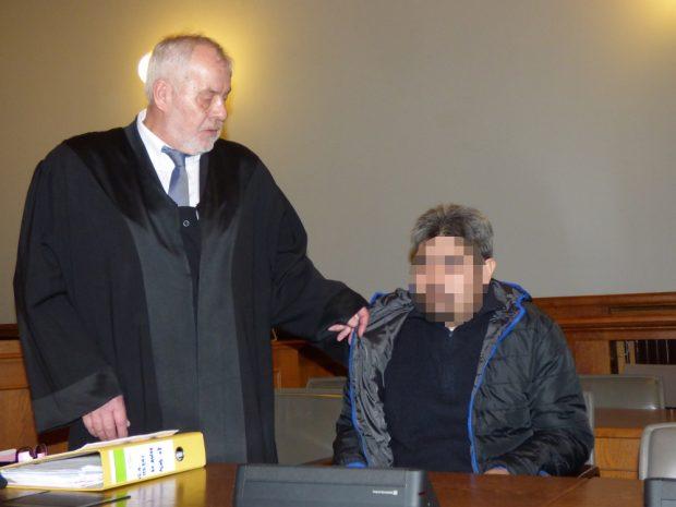 Ghulam Abas R. (39, r.) beim Prozessauftakt am 8. Februar mit seinem Anwalt Rainer Wittner. Foto: Lucas Böhme