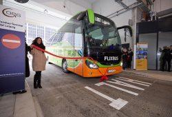 Einfahrt eines Flixbusses in das neue Busterminal. Foto: W&R IMMOCOM/Albrecht Voss