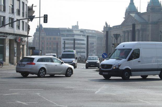 Linksabbiegen vom Martin-Luther-Ring in die Harkortstraße soll künftig nicht mehr möglich sein. Foto: Ralf Julke