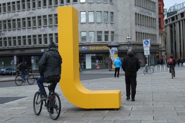 Scharfe L-Kurve. Foto: Ralf Julke