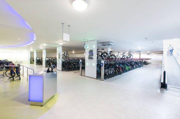 Das Fahrradparkhaus im Bahnhof Amsterdam Zuid. Foto: Philipp Böhme