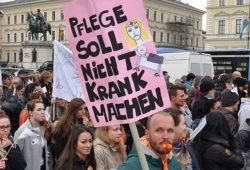 Demonstration gegen Pflegenotstand. Foto: naTo