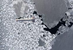 Meereisdicken-Messflug über arktischem Meereis Foto: NADIR/Stefan Hendricks, Alfred-Wegener-Institut