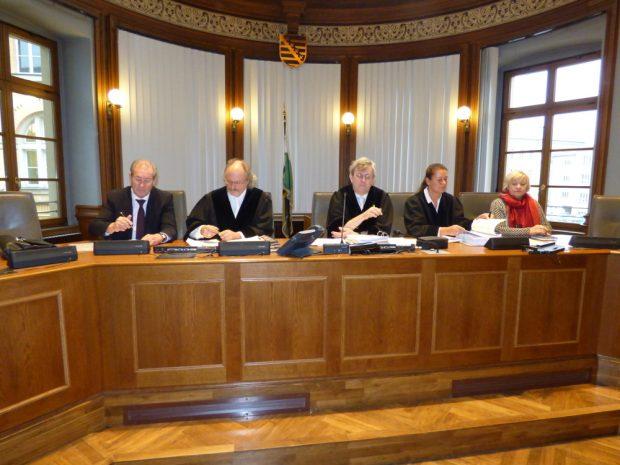 Die 1. Strafkammer unter Vorsitz von Hans Jagenlauf (M.) verkündet ihre Entscheidung am 5. März um neun Uhr. Foto: Lucas Böhme