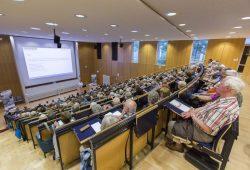 """Die Vorträge der Reihe """"Medizin für Jedermann"""" locken zahlreiches Publikum in den Hörsaal von Haus 4. Foto: Stefan Straube/UKL"""