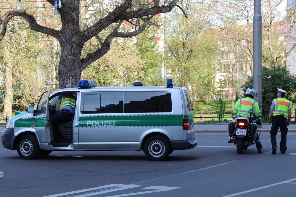 Absperrhelfer die Zweite an der Goethestraße. Foto: L-IZ.de