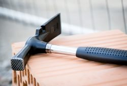 Bauhammer für Azubis. Foto: IG Bau
