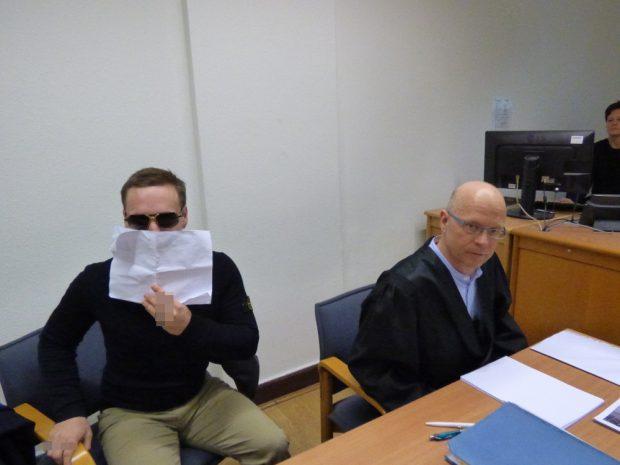 Johann G. (25, l.) mit seinem Anwalt Christian Avenarius. Foto: Lucas Böhme