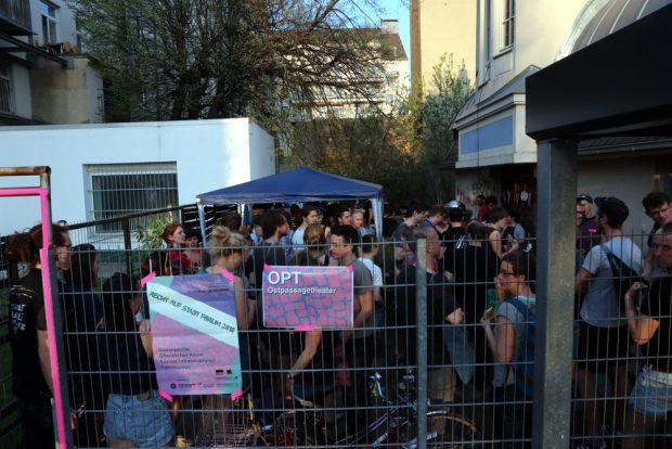 """Für viele ging es im Anschluss noch zum """"Forum Recht auf Stadt"""" im Theater Ostpassage (noch bis Sonntag). Foto: L-IZ.de"""