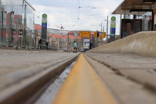 Gefahrlos im Gleisbett am Goerdelerring - nichts ging mehr bei der LVB. Foto: L-IZ.de