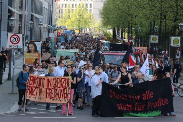 Rund 1.000 Menschen waren zur Demonstration Leipzig für Alle gekommen, um Veränderungen zu fordern- dieses (erste) Mal. Foto: L-IZ.de
