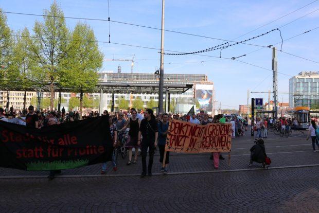 Start der Demonstration vom Augustusplatz in die Innenstadt hinein. Foto: L-IZ.de