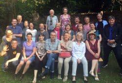 Vertreter des Dachverbands Clowns in Medizin und Pflege und zahlreiche Vertreter deutscher Klinikclownsschulen. Foto: Katrin Ruiz