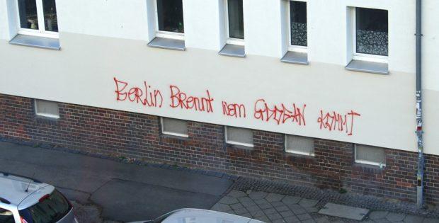 Über Nacht ein neuer Spruch ... Foto: Ralf Julke