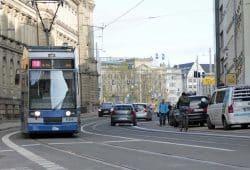 Straßenbahn der Linie 10 im Peterssteinweg. Foto: Martin Schöler