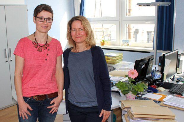 """Isabell Bergmann und Karin Bauer (v.l.n.r.) sind die Sozialarbeiterinnen der WG """"Lipsia"""" eG. Ihr Büro ist im Verwaltungsgebäude der Lipsia, Brünner Straße 12, 04209 Leipzig, untergebracht. Foto: WG """"Lipsia"""" eG"""