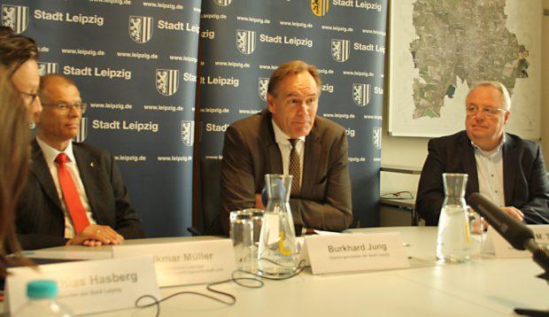 LVV-Geschäftsführer Volkmar Müller,OBM Burkhard Jung und KWL-Geschäftsführer Michael Theis. Foto: Ralf Julke