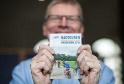 Christoph Wrack präsentiert das Radtourenprogramm 2018. Foto: ADFC Leipzig