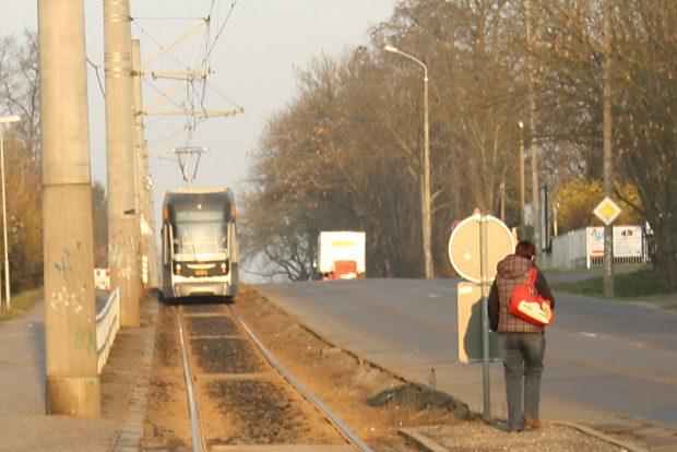 Straßenbahn unterwegs Richtung Stahmeln. Foto: Ralf Julke