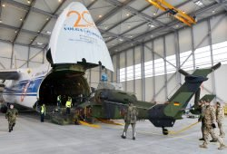 Verladung von Militärgerät in eine Volga-Dnepr-Maschine. Foto: Flughafen Leipzig / Halle