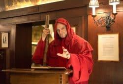 """Musical-Darsteller Christian Venzke ist der einsame Wanderer in der berührenden Weihnachts-Musical-Show """"Im Namen der Liebe"""", die am 26. November 2018 in Auerbachs Keller Leipzig zu sehen ist. Foto: Mediaheadz/Susann Wentzlaff"""