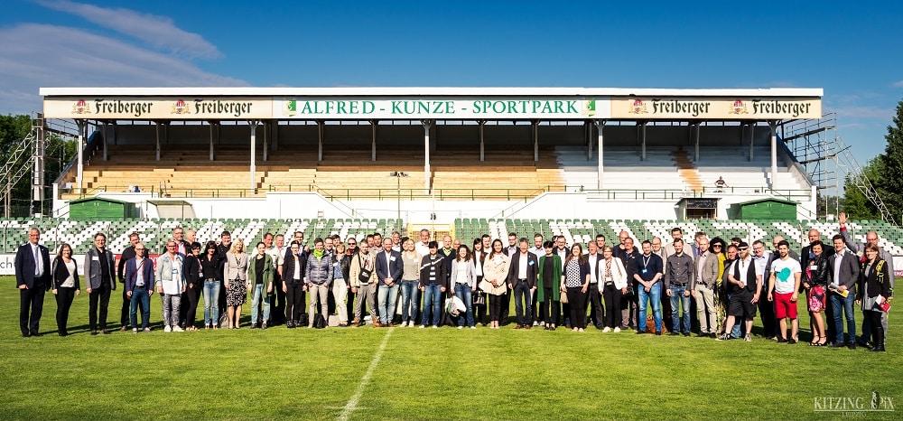 Mehr als 100 BNI-Mitglieder und Gäste netzwerkten gestern Morgen bei Regionalligist Chemie Leipzig, Fotograf: Marco Kitzing