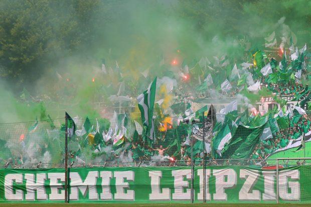 Der Einzug in den DFB-Pokal wurde in Leutzsch auch mit Pyrotechnik gefeiert. Foto: Jan Kaefer (Archiv)