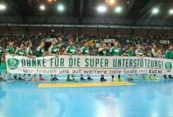 """Nach ihrem letzten Heimspiel sagten die DfK-Handballer """"Danke!"""". Foto: Jan Kaefer"""