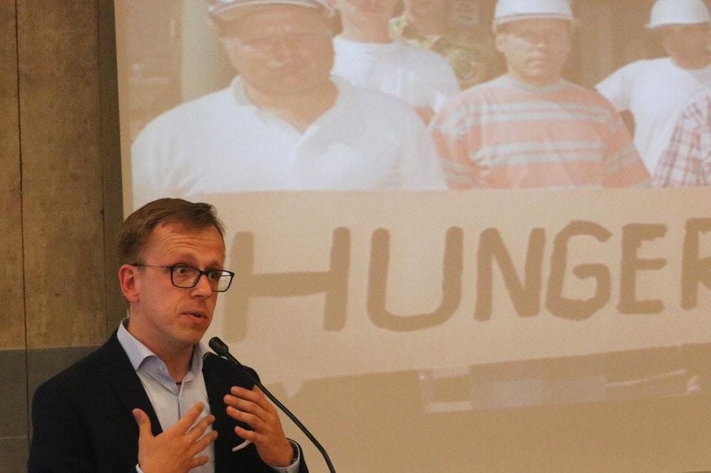 Forscht seit 10 Jahren zur Arbeit der Treuhand: Dr. Marcus Böick (TU Bochum) beim Vortrag am 14. Mai 2018 in Grimma. Foto: L-IZ.de