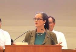Petra Elias - Sprecherin des Stadtelternrates Leipzig dankte den Schulsozialarbeitern. Foto: L-IZ.de