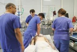 Reanimation im Einsatz: Im Herzzentrum Leipzig wird ab sofort ein international anerkanntes Weiterbildungsprogramm zur Wiederbelebung angeboten. Foto: Helios