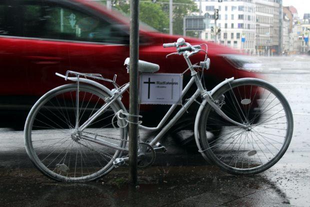 Und am 3. Mai 2018 stirbt ein 16-jähriges Mädchen ... Ein Ghostbike zu Ehren der jungen Frau am 16. Mai 2018. Foto: Franz Böhme