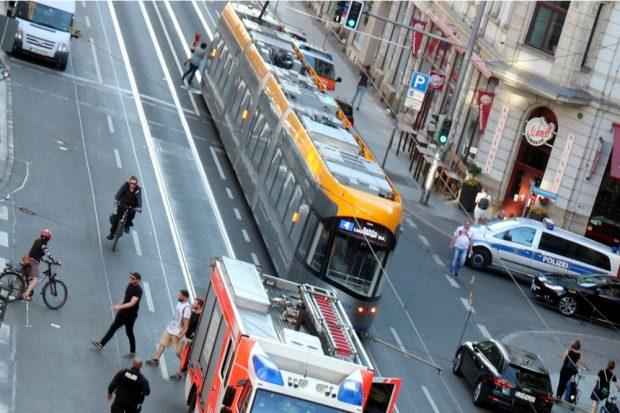 Die Straßenbahn der Linie 4 um 19:10 Uhr. Foto: L-IZ.de