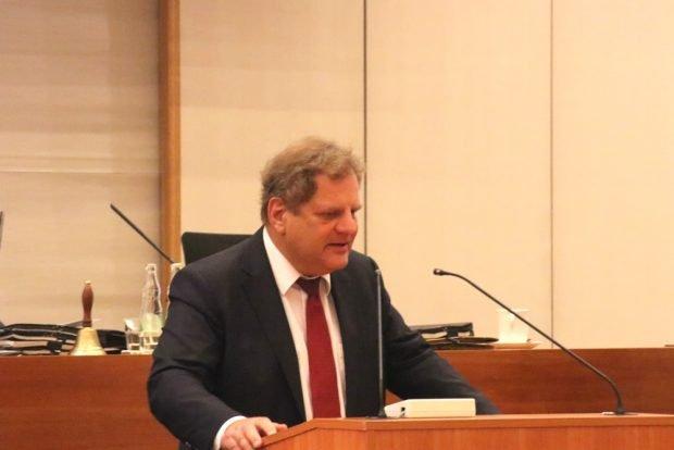 Thomas Fabian (SPD) begründete die Haushaltssperre auch mit den steigenden Anforderungen an den Schulen durch EU-Zuwanderung. Foto: L-IZ.de