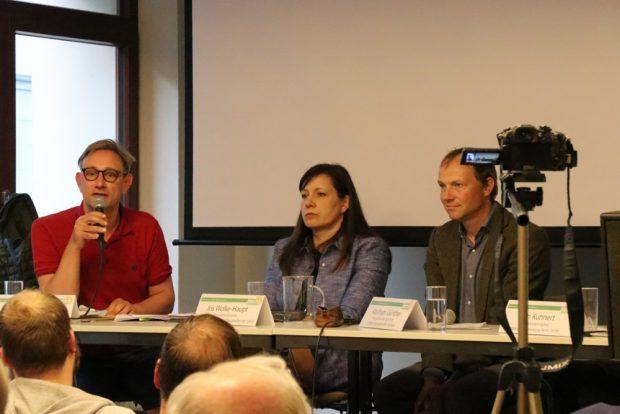Tim Elschner, Iris Wolke-Haupt und Wolfram Günther in der Debatte über neue Wege im sozialen Wohnungsbau. Foto: L-IZ.de