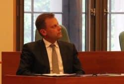 Torsten Bonew kurz nachdenklich während der Debatte rings um die Haushaltssperre in Leipzig am 16. Mai 2018 im Stadtrat. Foto: L-IZ.de