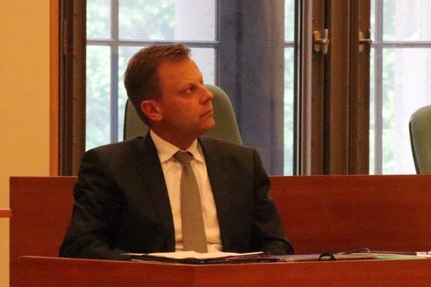 Torsten Bonew kurz nachdenklich während der Debatte rings um die Haushaltssperre in Leipzig. Foto: L-IZ.de